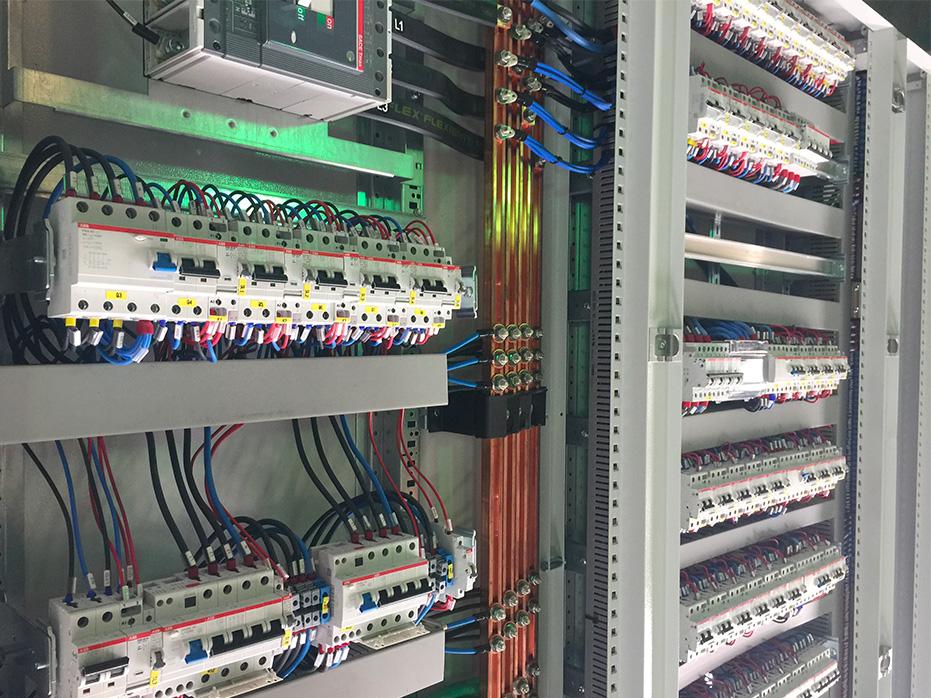 Schema Elettrico Quadro Di Campo Stringhe : Quadri elettrici per impianti fotovoltaici ram impianti fotovoltaici